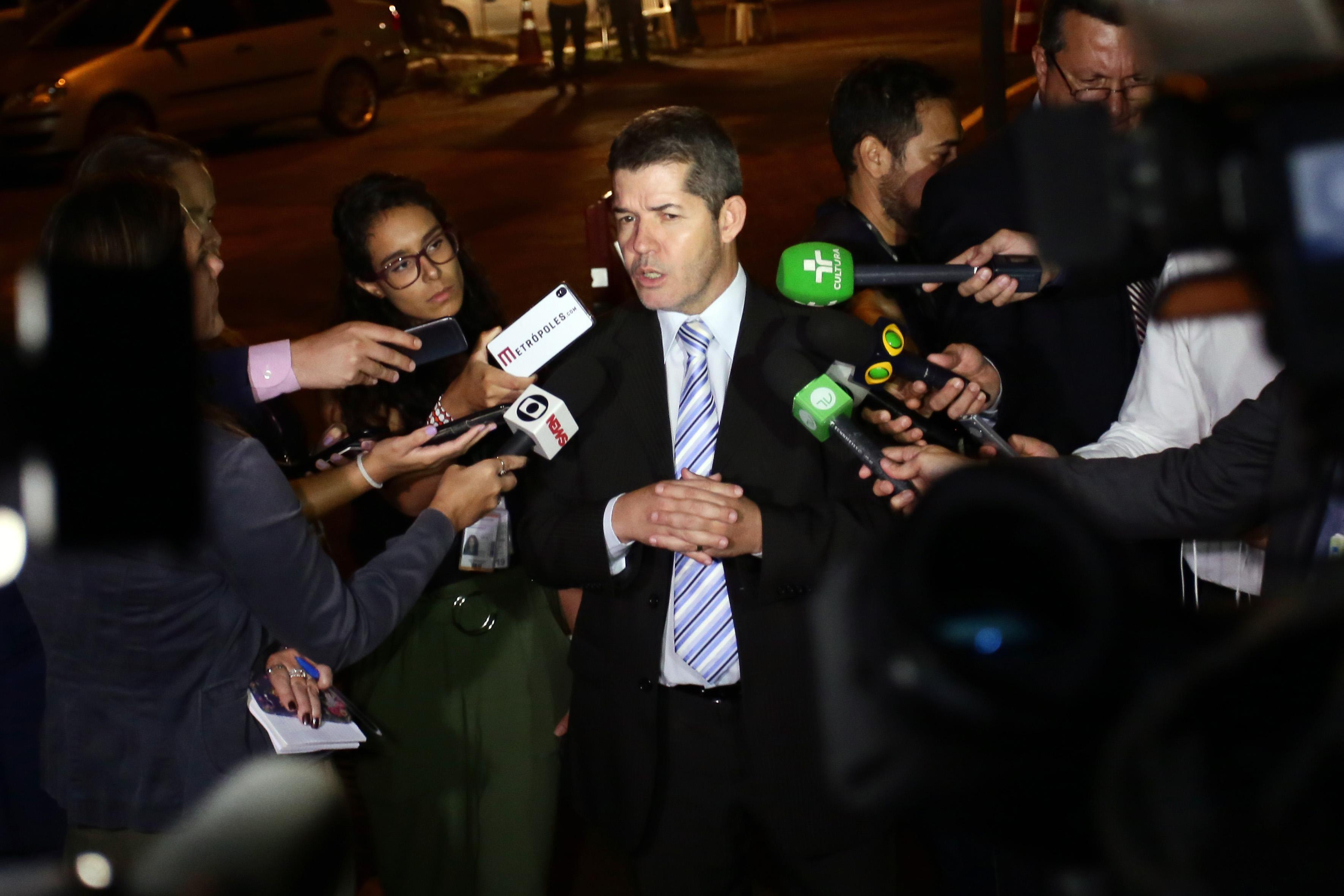Dep. Delegado Waldir (PSL-GO) concede entrevista sobre a reunião de líderes