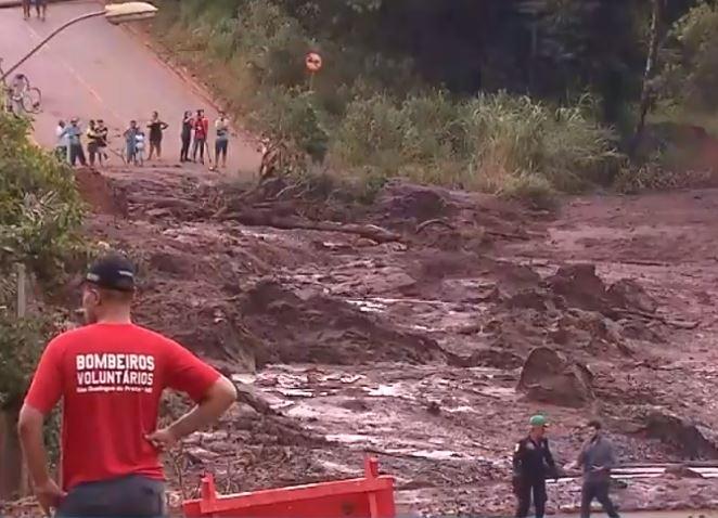 Cidades - catástrofes - Brumadinho barragem mineradora Vale rompimento acidentes desastres bombeiros voluntários