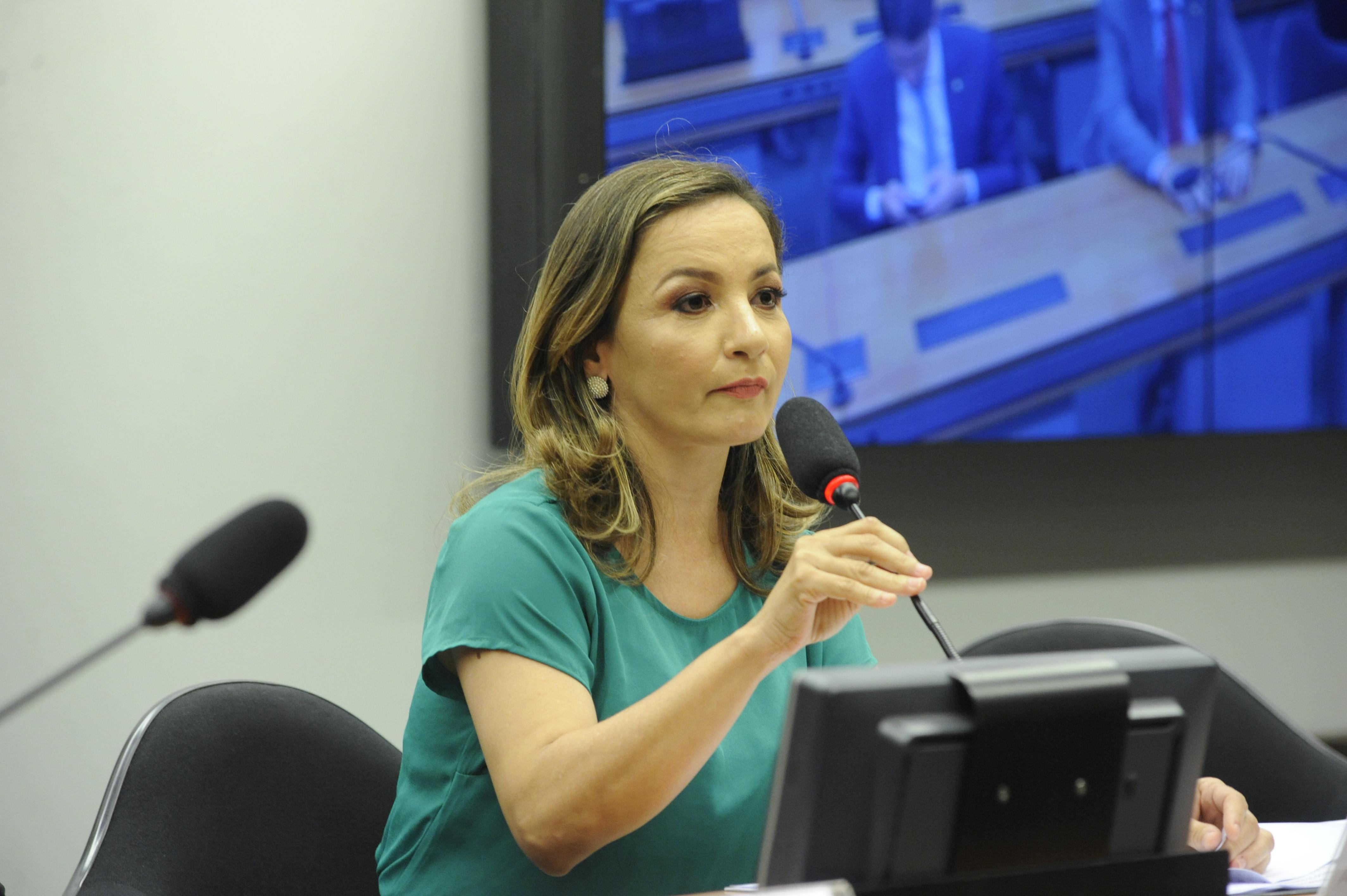 Instalação da Comissão e eleição para presidente e vice-presidentes. Presidente, dep. Professora Marcivania (PCdoB - AP)