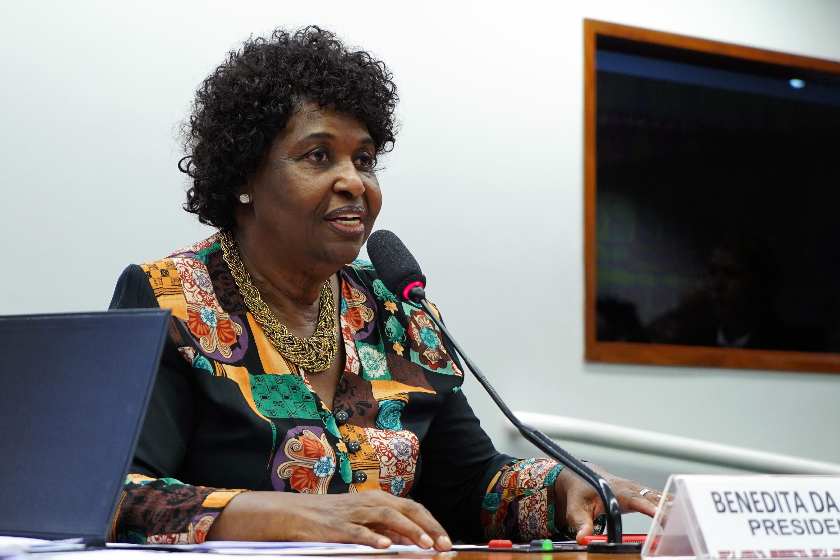 Instalação da Comissão e eleição para presidente e vice-presidentes. Presidente, dep. Benedita da Silva (PT – RJ)