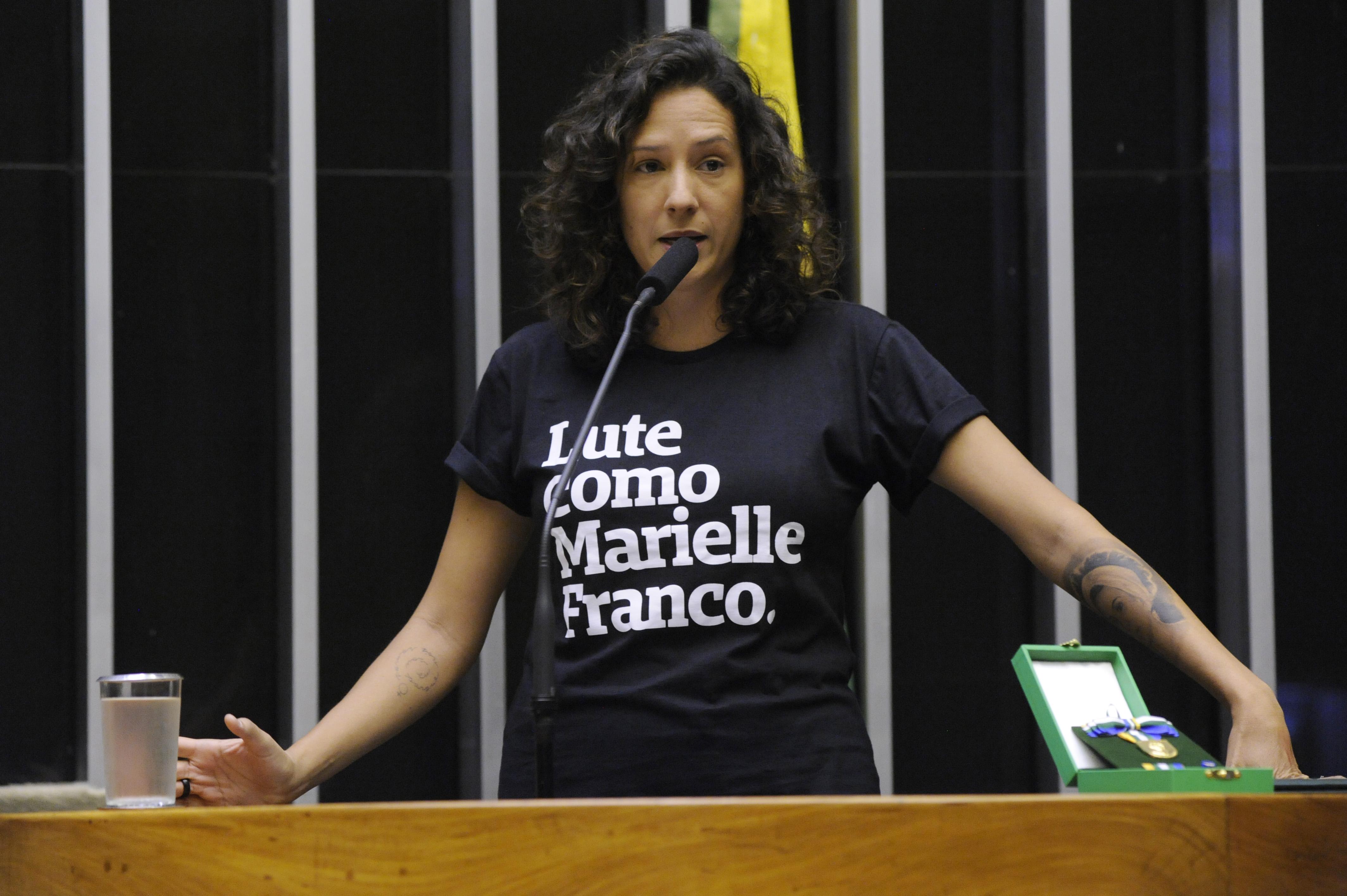Entrega da Medalha Mietta Santiago. Agraciada, Mônica Benício.