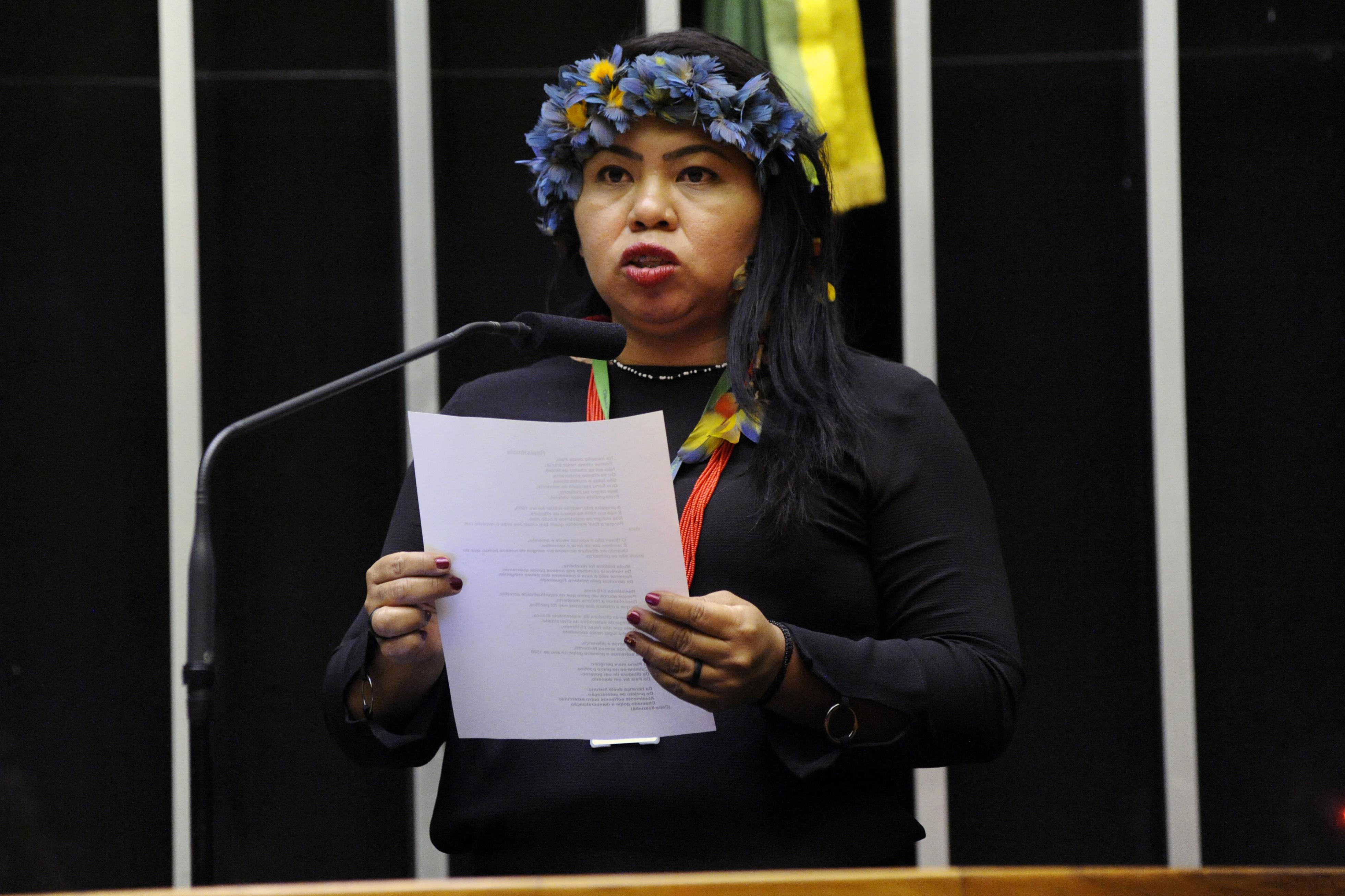 """Homenagem ao Dia Internacional do Direito à Verdade. Apresentação da poesia """" Resistencia """", Interpretada por Simone Eloi"""