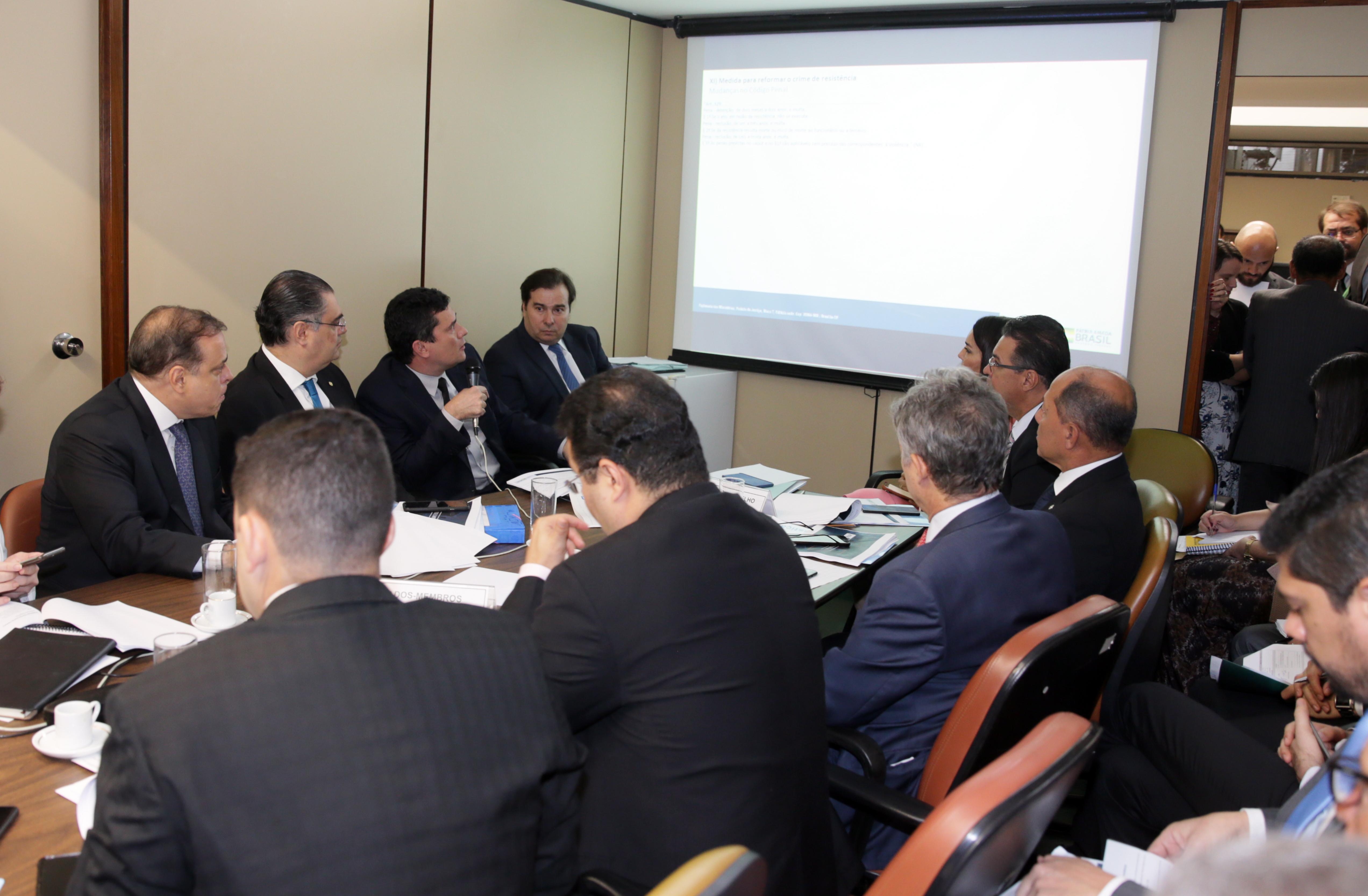 Presidente da Câmara dos Deputados, Rodrigo Maia, e o ministro da Justiça e Segurança Pública, Sérgio Moro, em reunião com o Grupo de Trabalho.