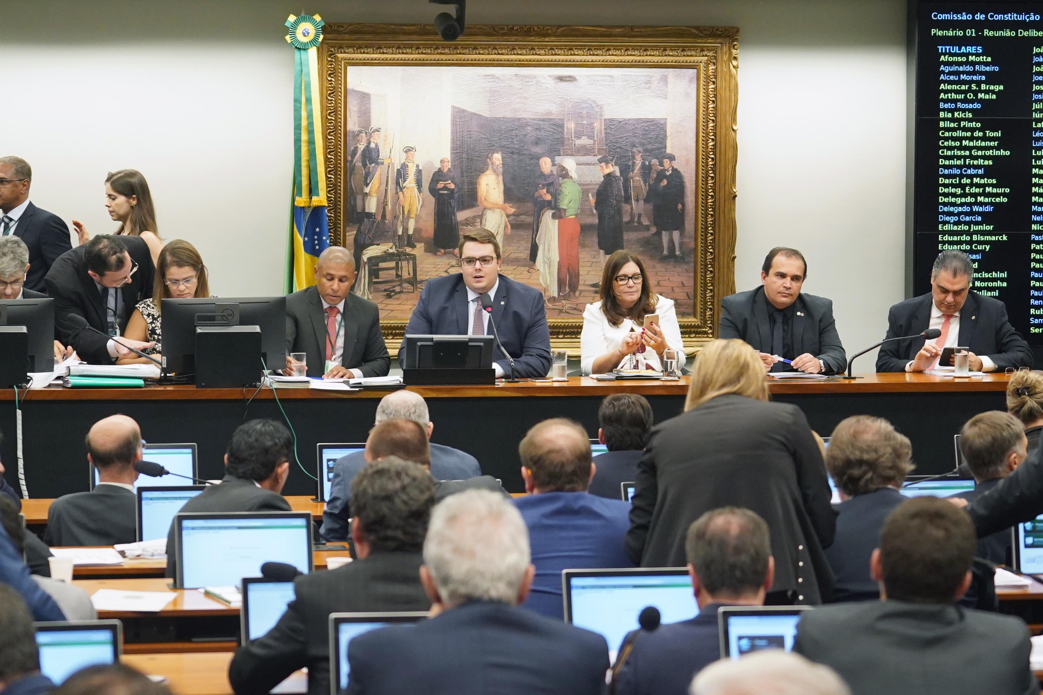 CCJ considera constitucional a reforma da Previdência e aprova parecer