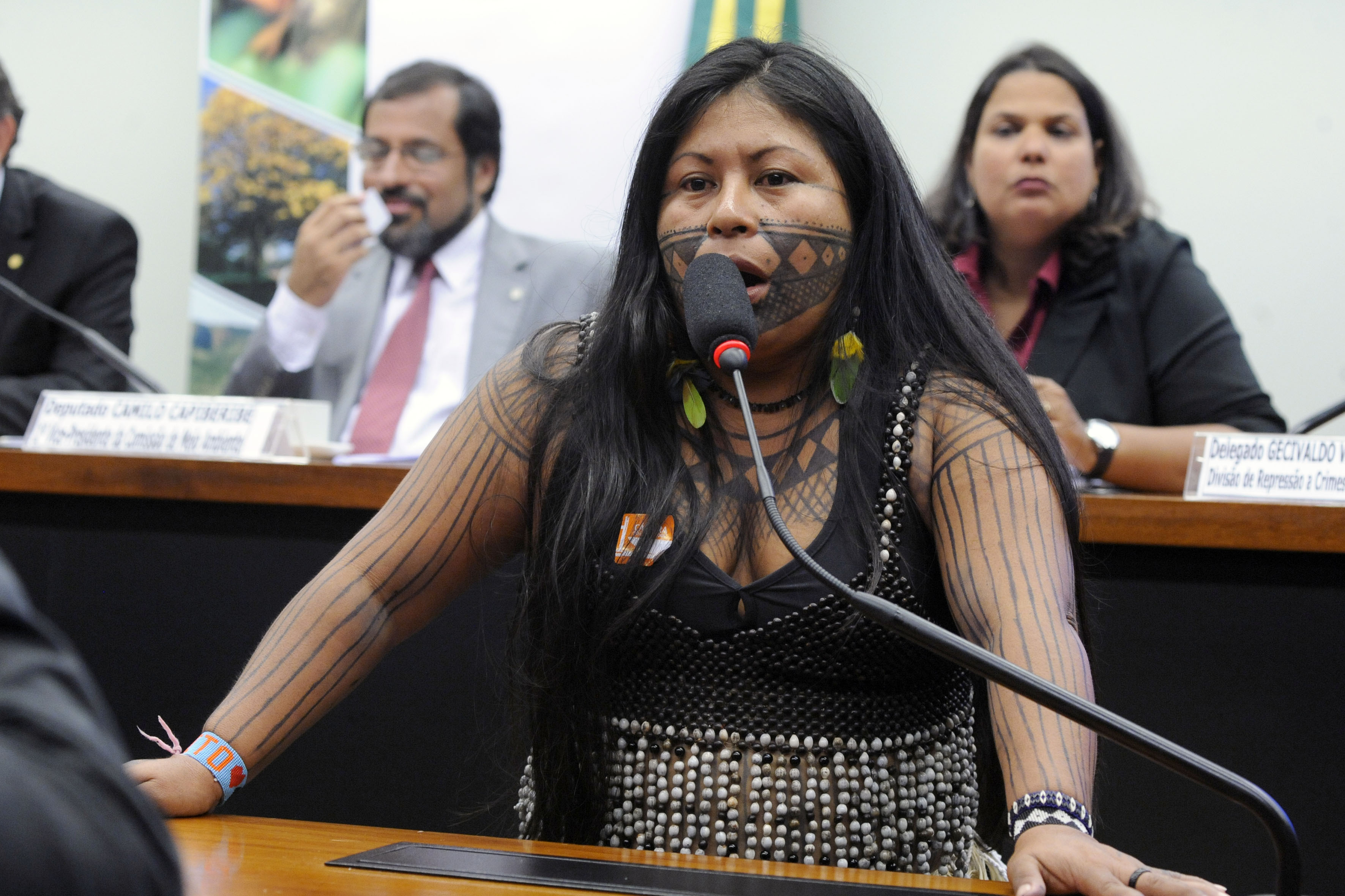 Audiência pública debater a mineração da região do Rio Tapajós no Estado do Pará. Ativista Indígena, Alessandra Korap Silva