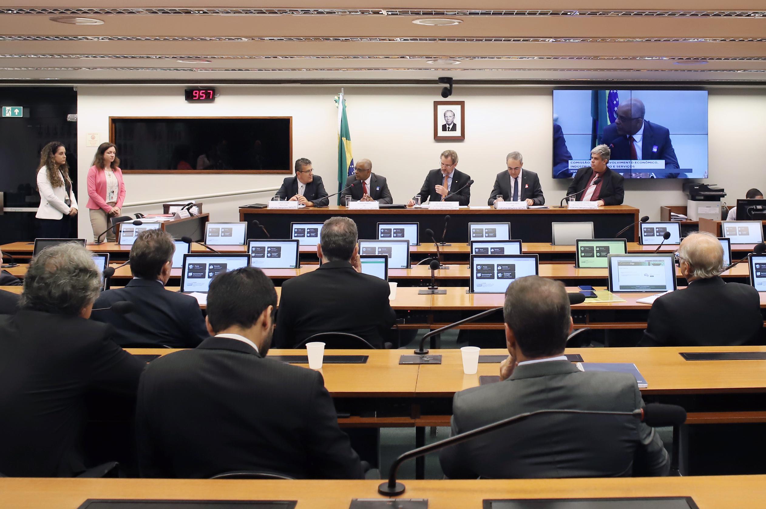 Audiência pública sobre os impactos da implantação do sistema ESocial na economia brasileira