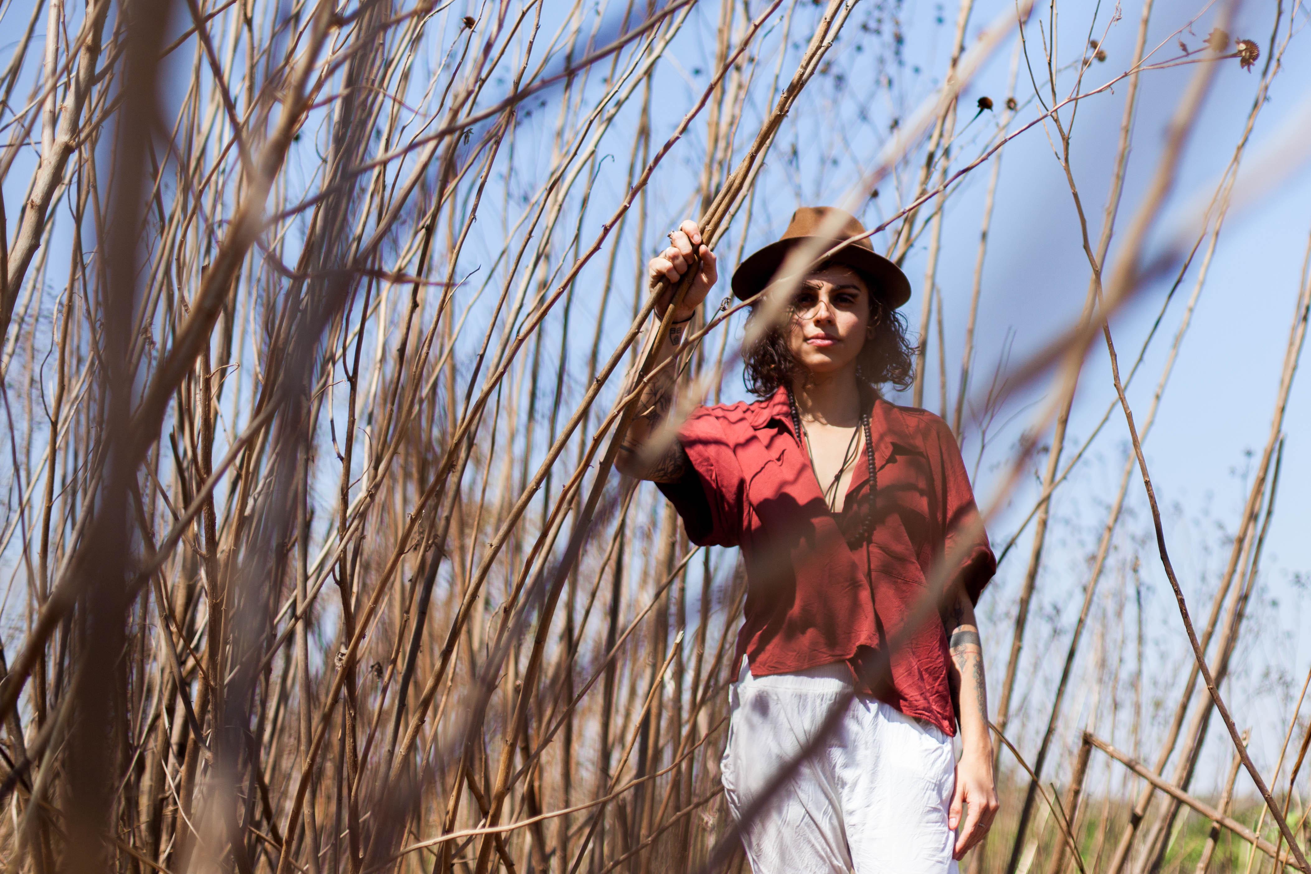 """Capa EP """"Mãe de Mim"""" apresenta o frescor da voz e das letras de Tati Asú"""
