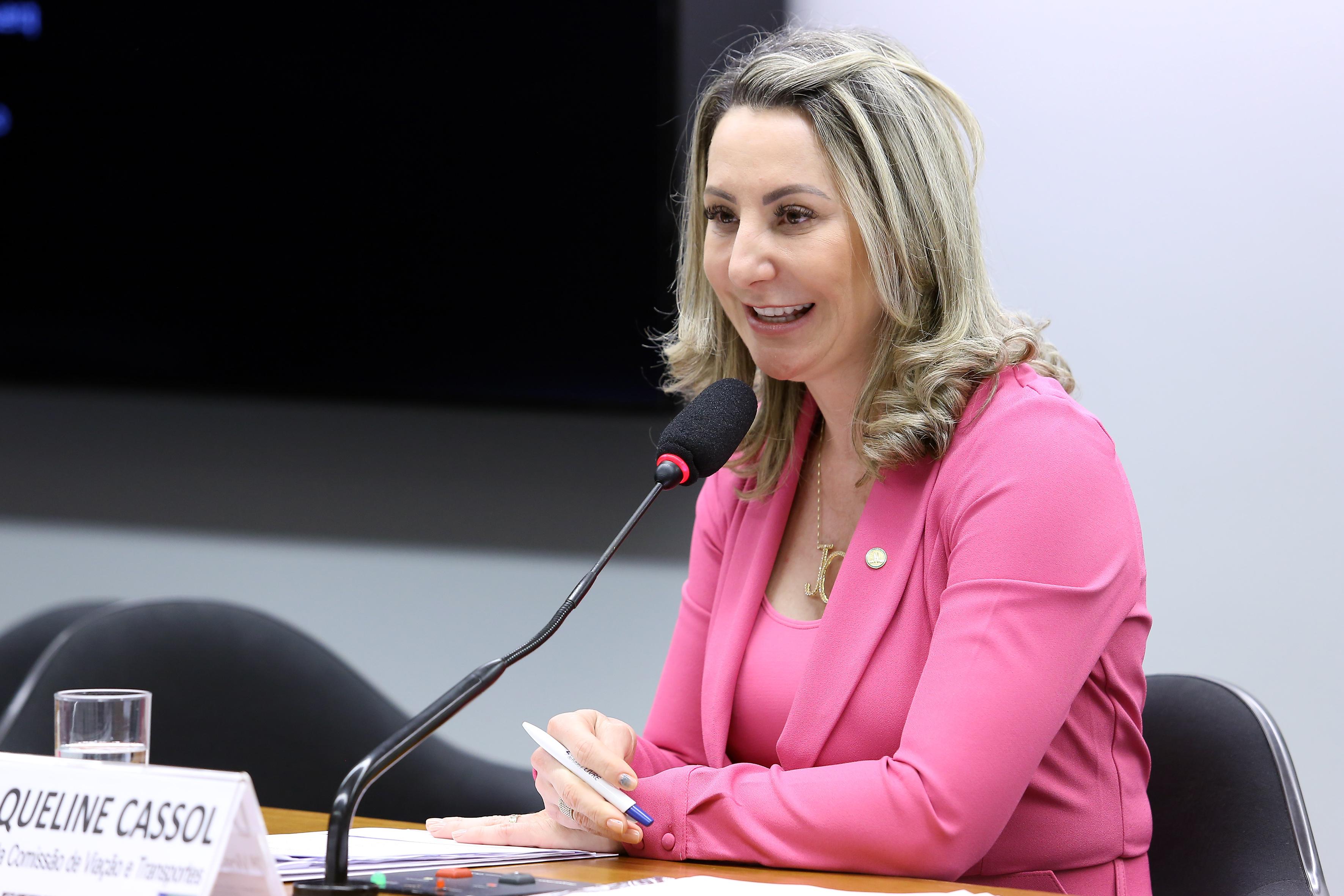Audiência pública sobre o preço desproporcional das passagens aéreas e medidas para garantir o aumento da concorrência no setor aéreo. Dep. Jaqueline Cassol (PP-RO)
