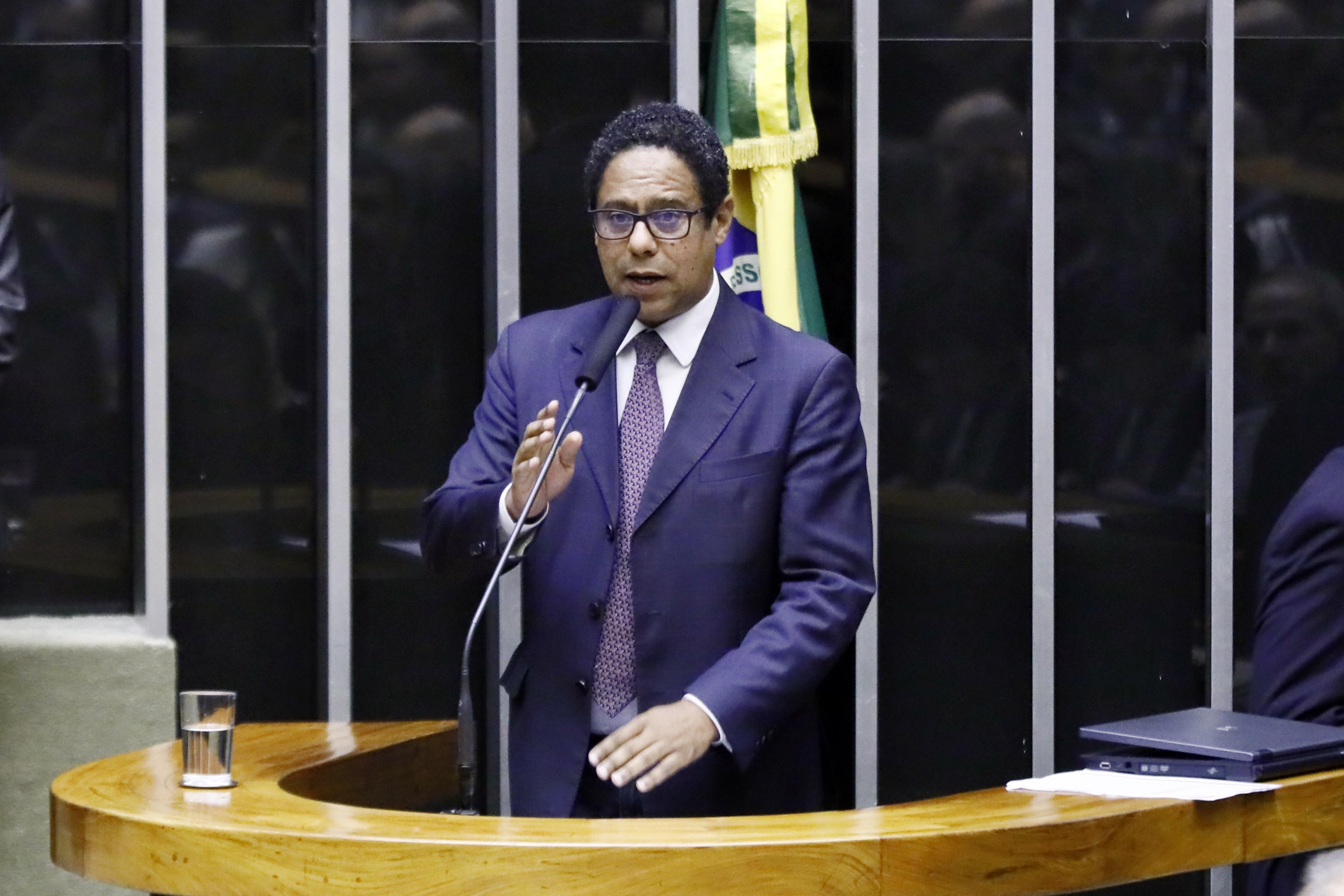 Convocação do ministro da educação, a fim de prestar esclarecimentos acerca dos cortes orçamentários na educação brasileira. Dep. Orlando Silva (PCdoB-SP)