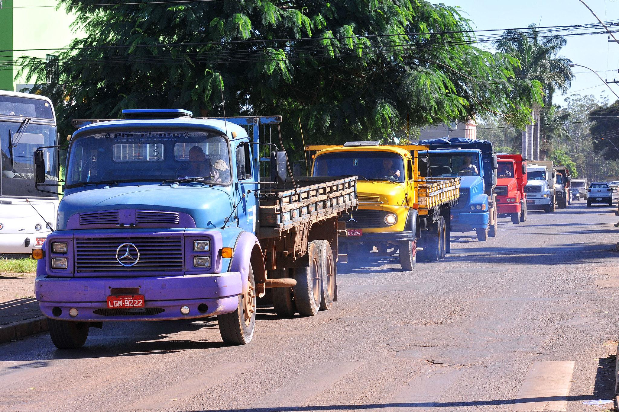 Transportes - caminhões - cargas