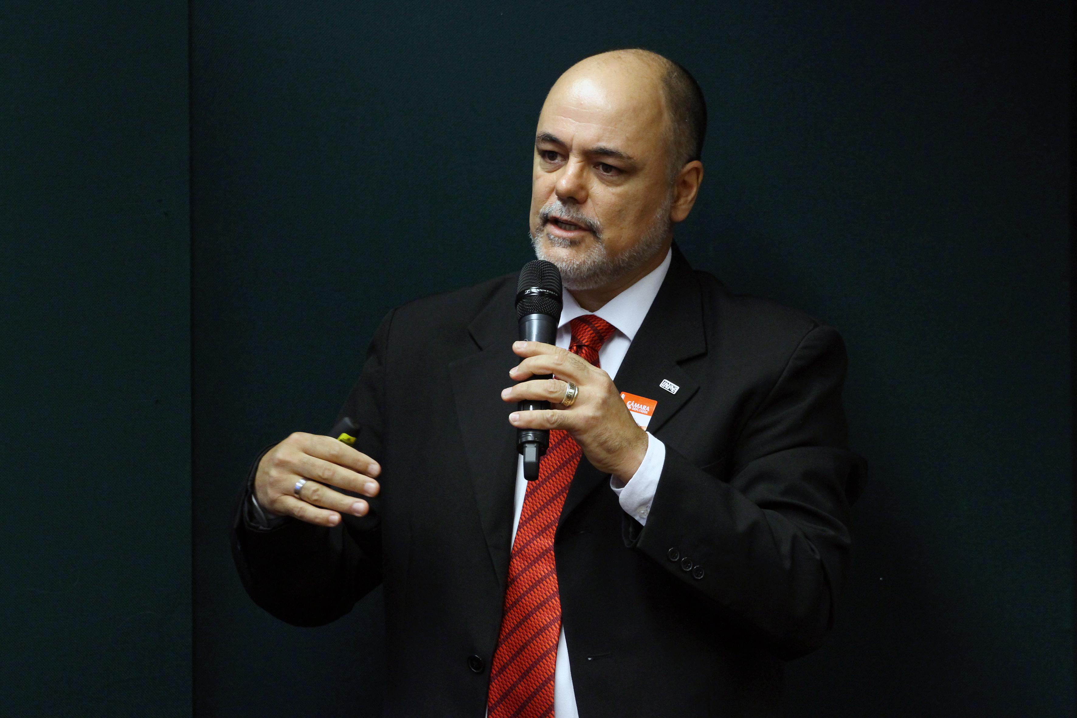Audiência pública sobre o georreferenciamento da Cobertura Florestal Brasileira e Informações Estratégicas. Tecnologista Sênior da Coordenação de Observação da Terra do Inpe- Instituto Nacional de Pesquisas Espaciais, Claúdio Almeida