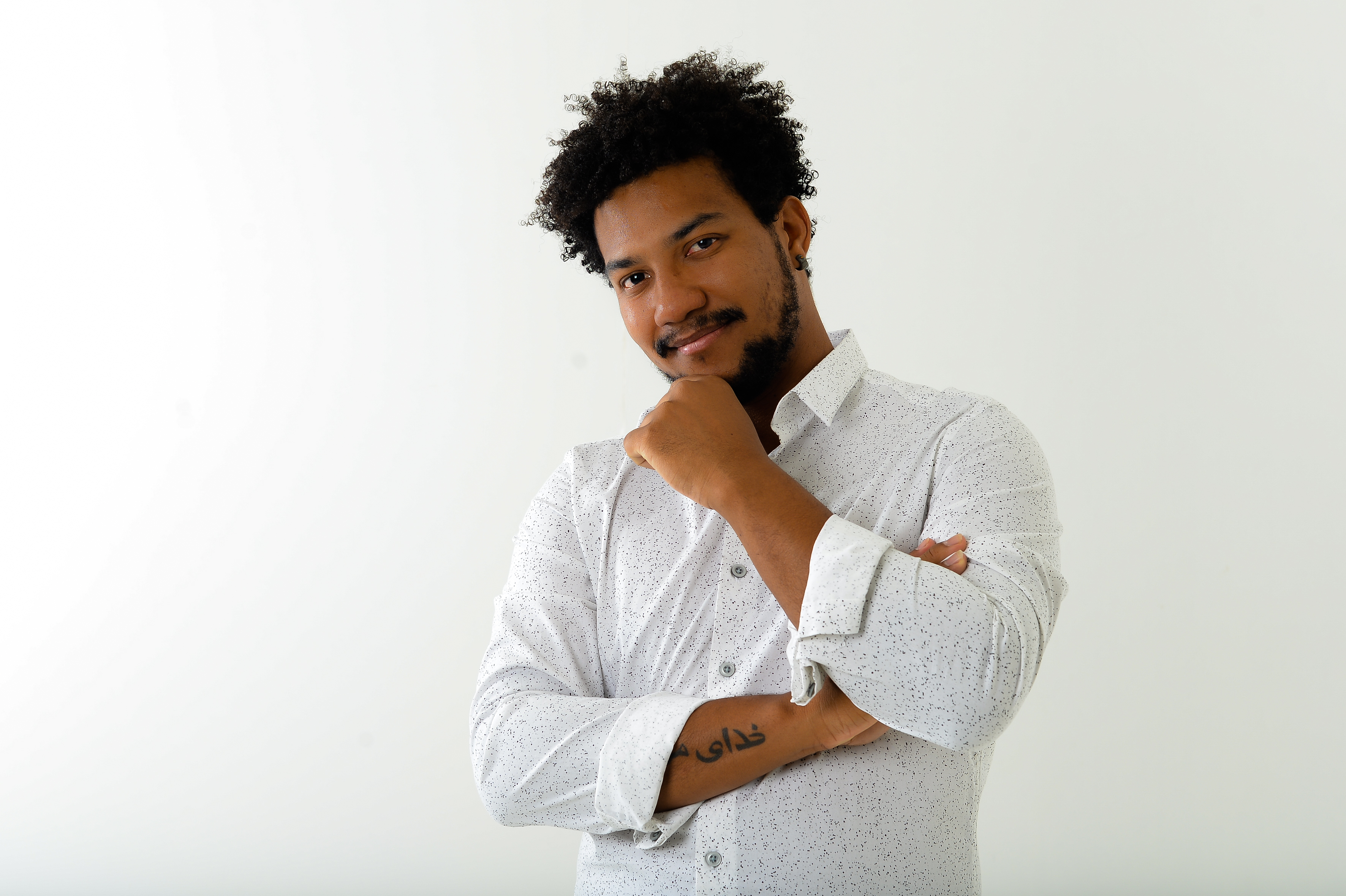 """Capa Vinícius de Oliveira estreia na carreira solo com """"A Vez do Amor"""""""