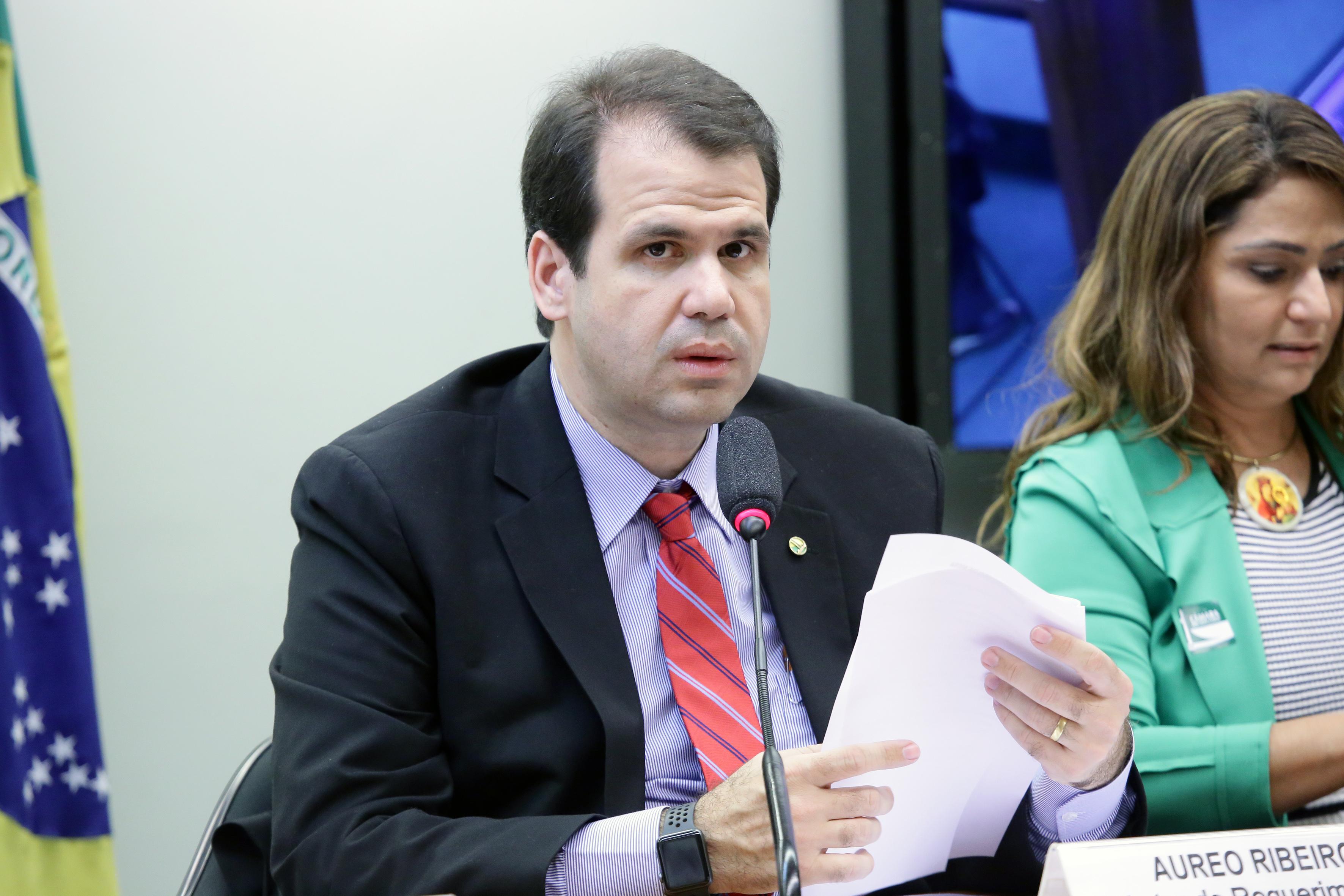 Audiência pública sobre os problemas do Fundo de Financiamento Estudantil - FIES. Dep. Aureo Ribeiro (SOLIDARIEDADE-RJ)
