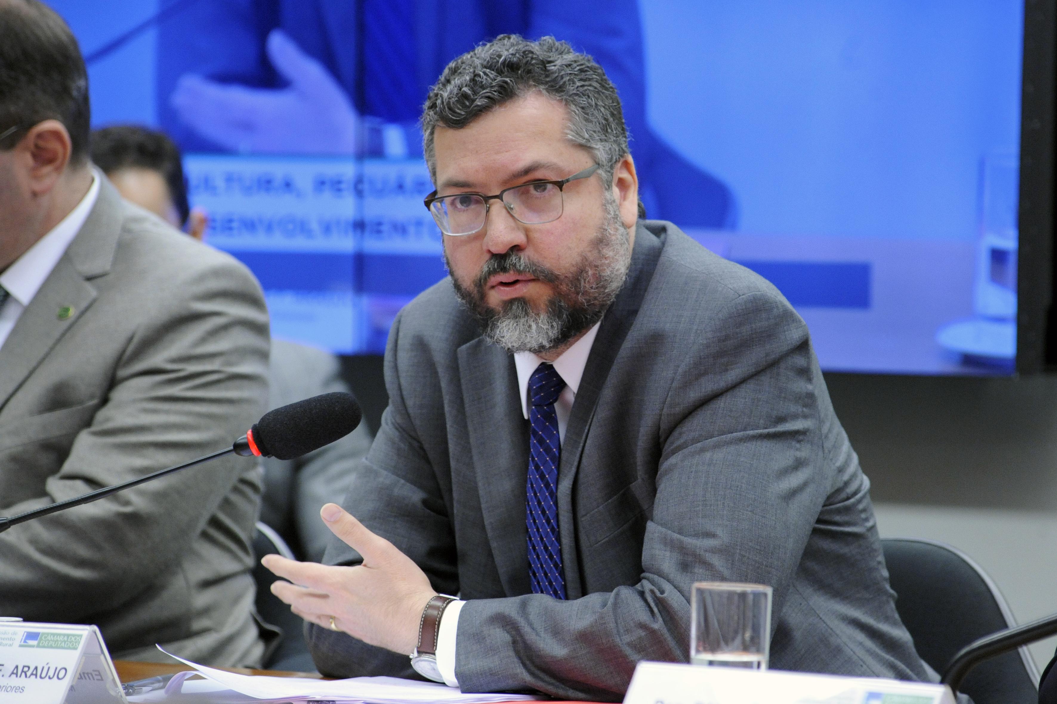Reunião para esclarecer as possíveis repercussões para o comércio externo do agronegócio brasileiro. Ministro de Estado das Relações Exteriores, Embaixador Ernesto Henrique Fraga Araújo