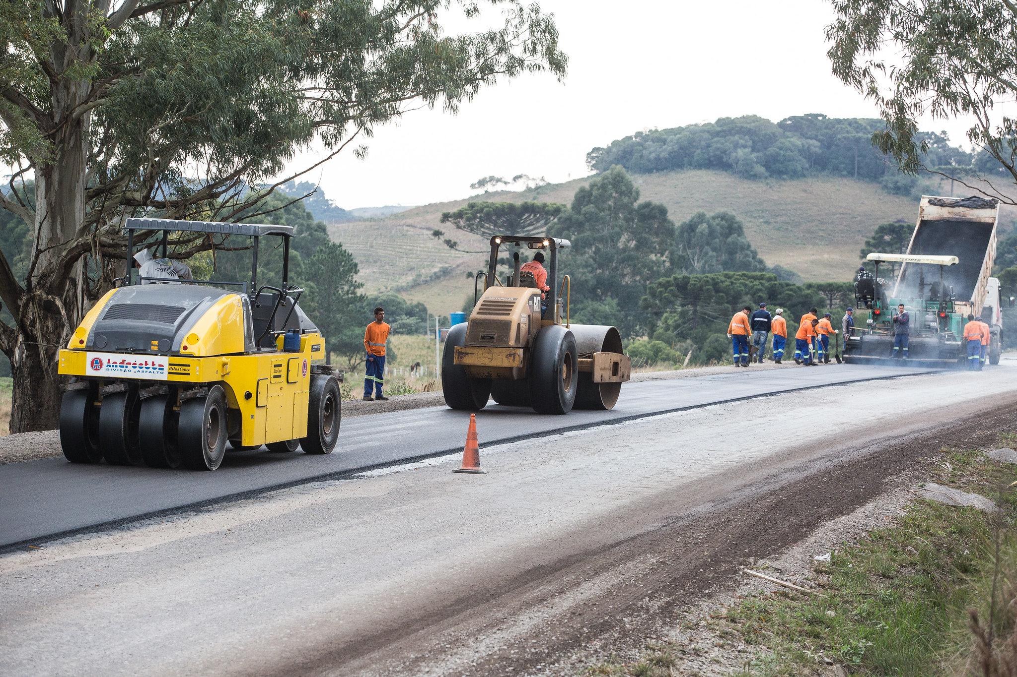 Governo - obras públicas - pavimentação rodovias estradas transporte rodoviário