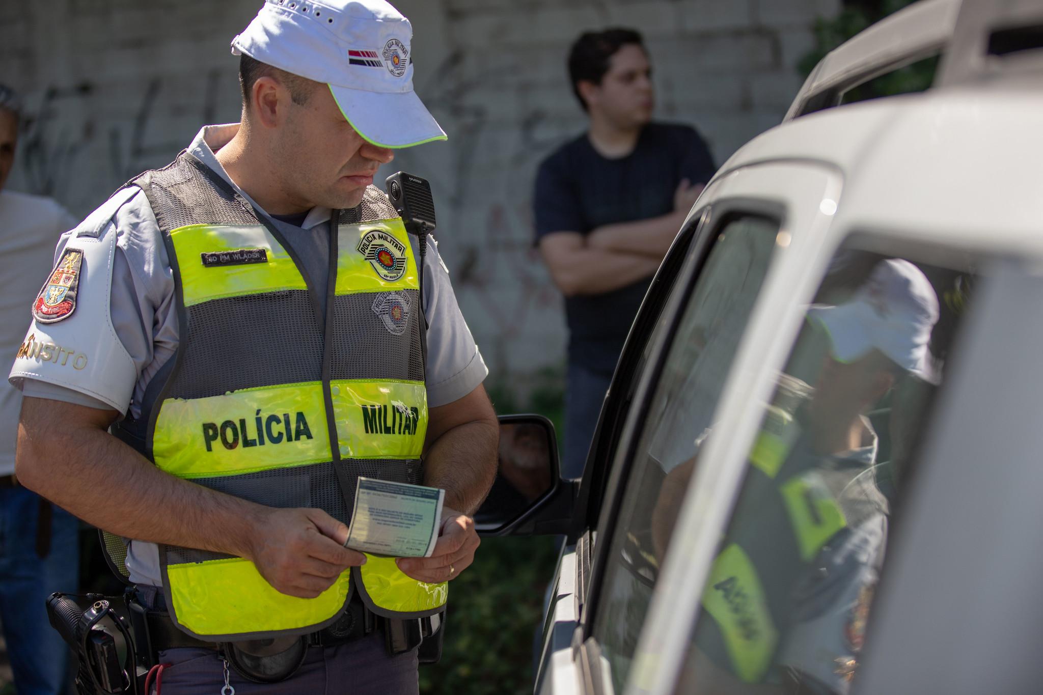Transporte - fiscalização - trânsito seguro manutenção veículos policiais blitz documentação documentos