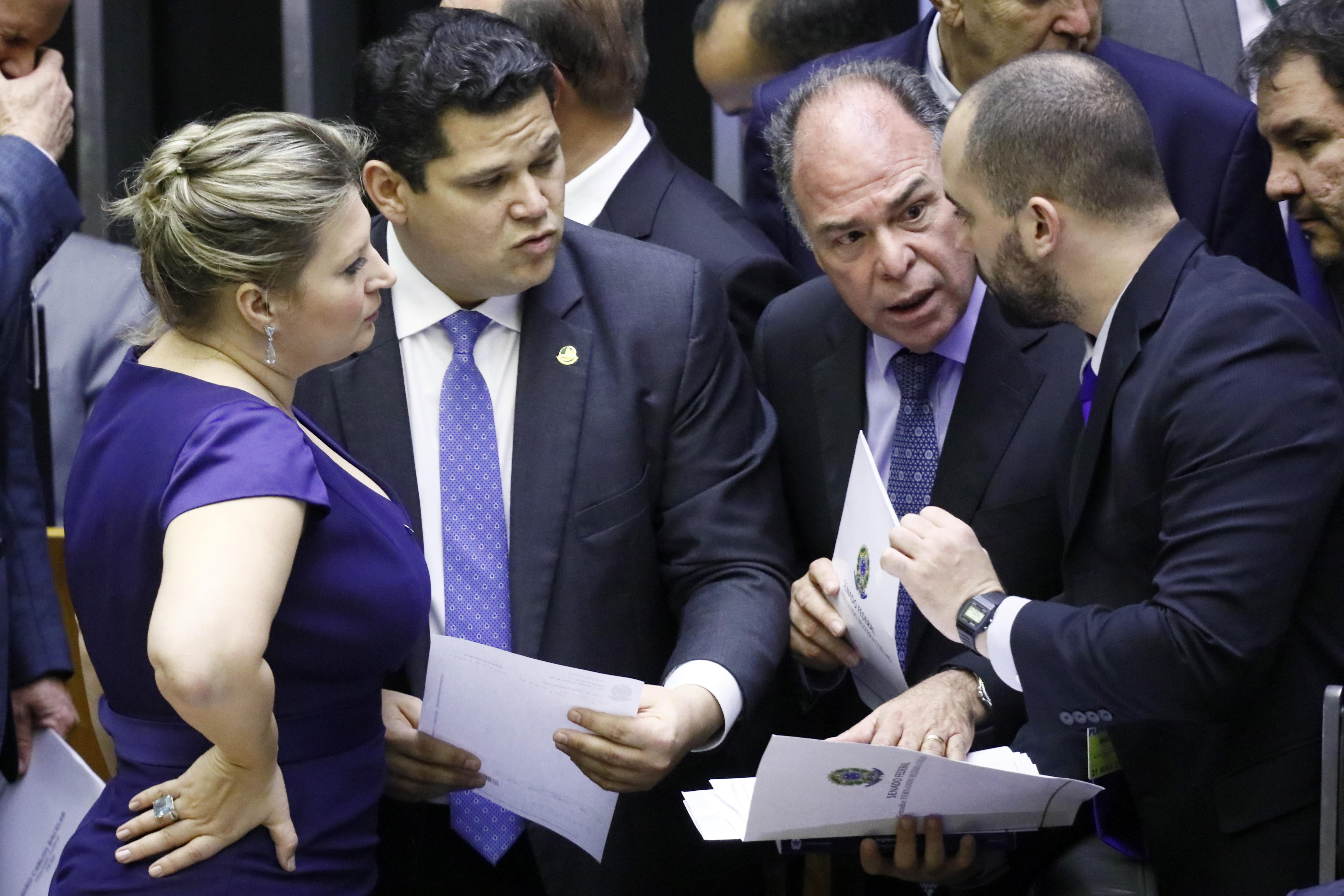 Deliberação de vetos e do Projeto de Lei do Congresso Nacional nº 4