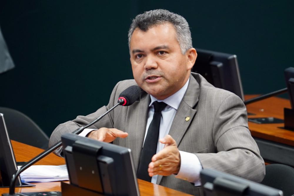 Reunião Ordinária para discussão e votação do parecer do relator, dep. Samuel Moreira (PSDB/SP). Dep. Cleber Verde (PRB - MA)