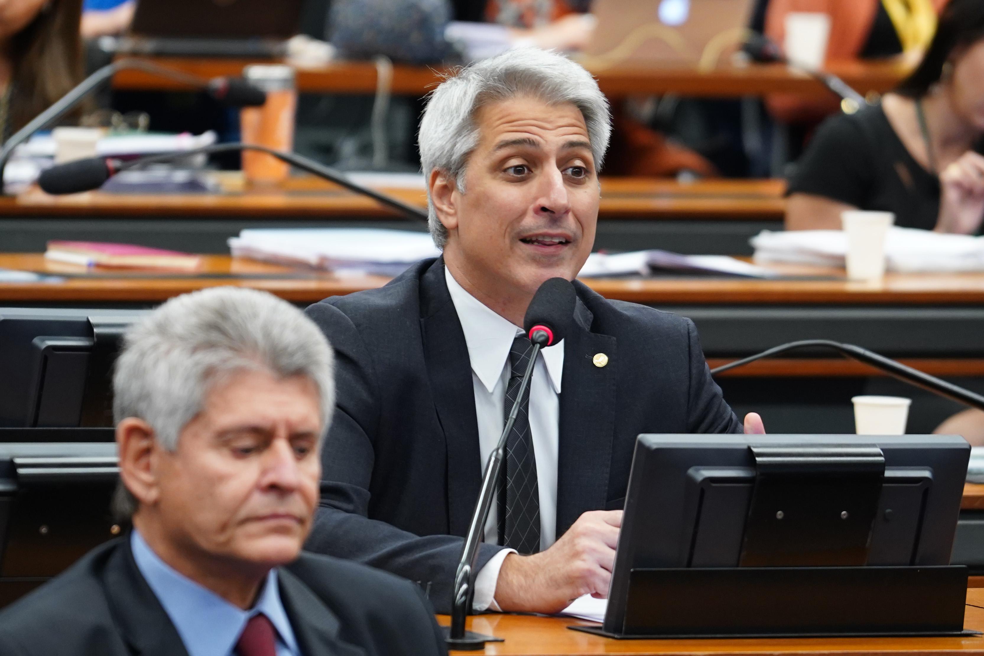 Reunião ordinária para continuação da discussão e votação do parecer do relator, dep. Samuel Moreira (PSDB/SP). Dep. Alessandro Molon (PSB-RJ)