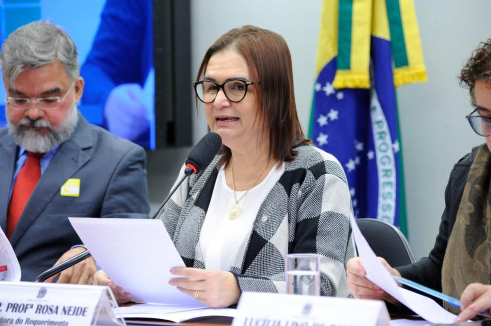 Audiência pública sobre a formação dos Profissionais da Educação. Dep. Professora Rosa Neide (PT-MT)