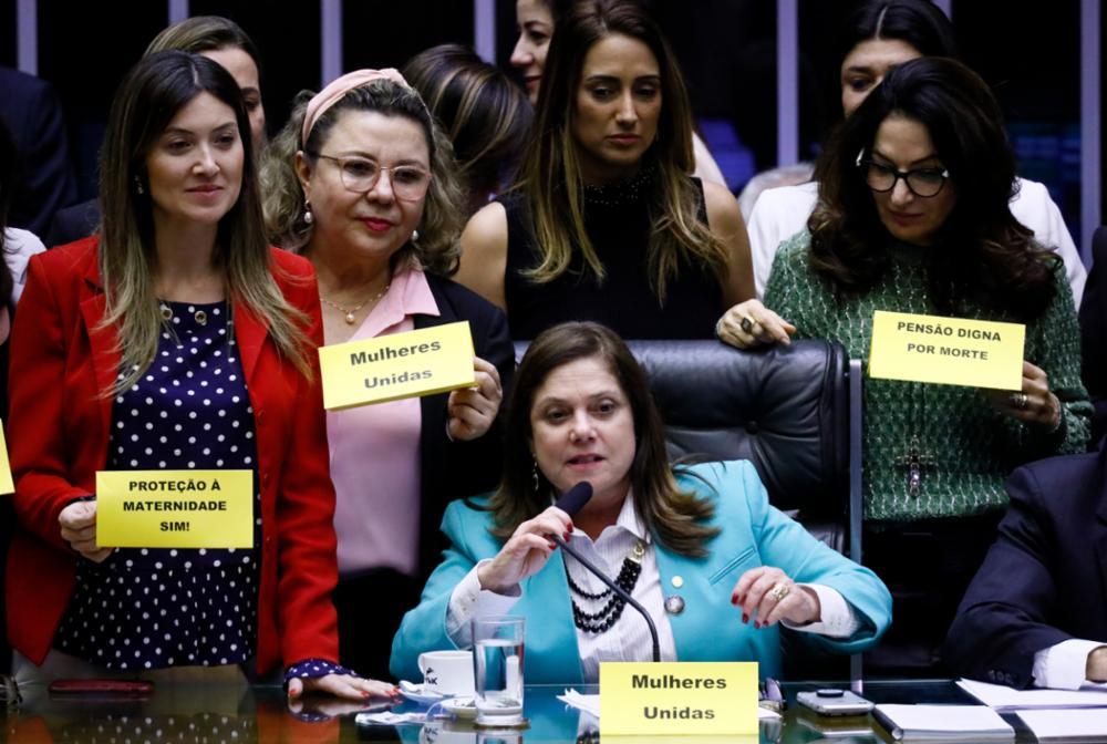 Ordem do dia para discussão e votação de diversos projetos. Dep. Soraya Santos (PL-RJ)