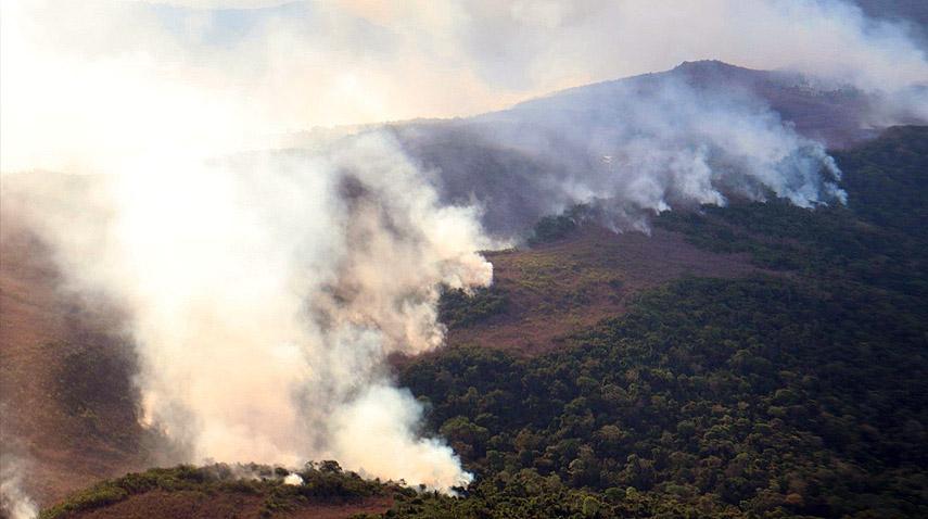 Meio Ambiente - queimadas e desmatamento - Amazônia florestas (queimadas na Serra dos Carajás, sul do Pará)