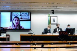 Audiência Pública - Debater sobre a situação das comunidades situadas no entorno da BR-040. Advogada da Companhia de Concessão Rodoviária Juiz de Fora- Rio de Janeiro (Concer), Alexandra Cristina Fabichak