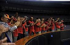 Bombeiros comemoram a aprovação do Projeto de Lei 2791/11, do ex-deputado Weverton Rocha, que concede anistia a policiais e a bombeiros militares punidos por participar de movimentos reivindicatórios