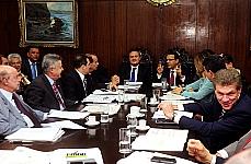 Reunião do presidente da Câmara, dep. Henrique Eduardo Alves; presidente do Senado, senador Renan Calheiros, com os Líderes da Câmara dos Deputados e do Senado.  Pauta: definir os critérios que vão nortear a votação dos vetos