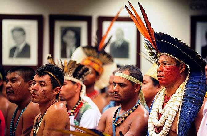 Audiência pública conjunta do Grupo de Trabalho destinado a debater a questão das terras indígenas com a Comissão de Legislação Participativa (CLP) discute a constitucionalidade da PEC 215/00, que transfere para o Legislativo o poder de decidir sobre a homologação das terras indígenas. Ex-deputado e autor da PEC, Almir Sá