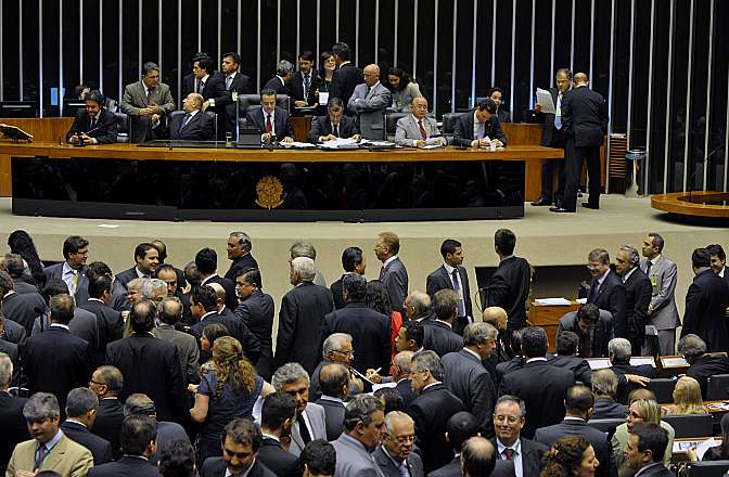 Discussão e votação da PEC 565/2006 - PEC do Orçamento Impositivo, que teve origem no Senado, torna obrigatória a execução de emendas parlamentares até o limite global de 1% da receita corrente líquida realizada no exercício anterior