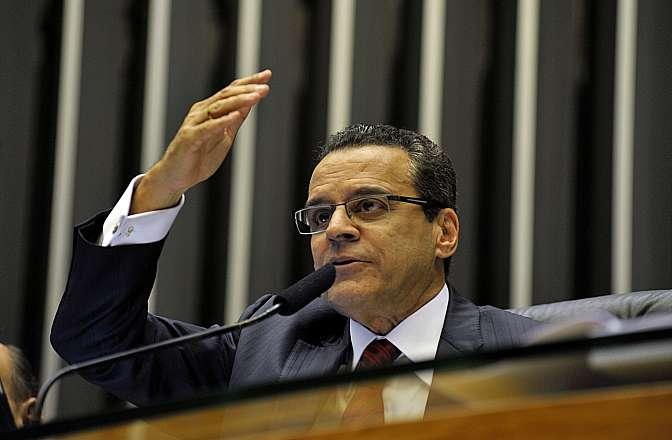 Discussão e votação da PEC 565/2006 - PEC do Orçamento Impositivo, que teve origem no Senado, torna obrigatória a execução de emendas parlamentares até o limite global de 1% da receita corrente líquida realizada no exercício anterior. Presidente da Câmara, dep. Henrique Eduardo Alves (PMDB-RN)
