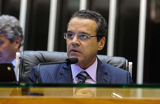 Ordem do Dia -  discussão do parecer da comissão mista para a Medida Provisória 615/13, que beneficia produtores de cana-de-açúcar. Presidente Henrique Eduardo Alves