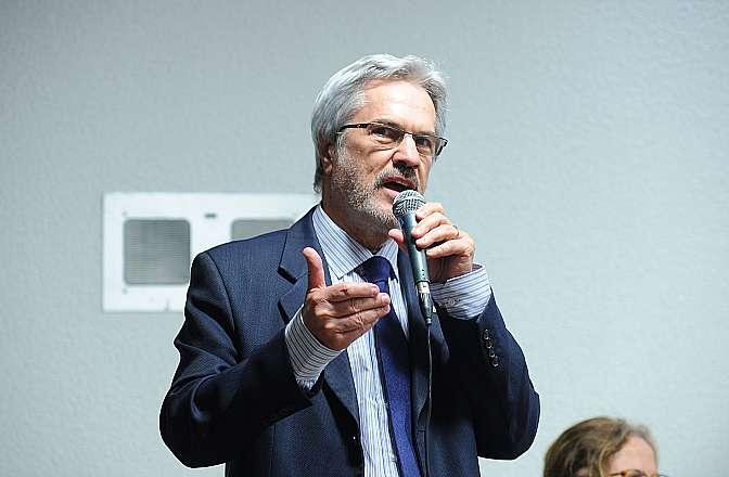 Audiência pública da Comissão Mista sobre a MP 621/13, que Institui o Programa Mais Médicos. Presidente da Comissão Nacional de Residência Médica, Paulo Speller