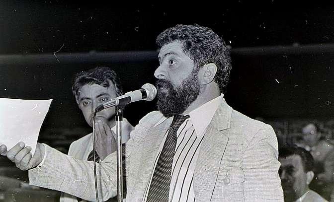 Lula discursando no plenário Ulysses Guimarães