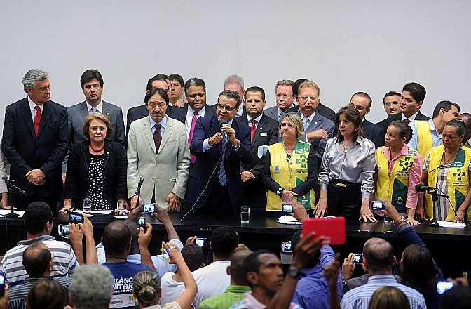 Presidente Henrique Eduardo Alves disse que, no dia 23 de outubro, a Casa votará o projeto de lei que fixa o piso salarial nacional dos agentes de saúde (PL 7495/06)