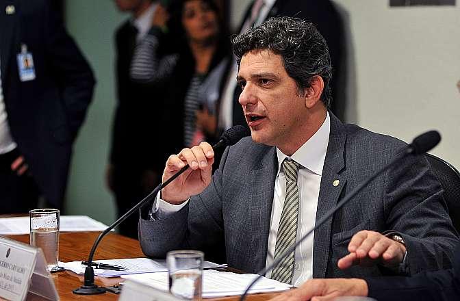 Apreciação do relatório da Comissão Mista sobre a MP 621/13, que trata da instituição do Programa Mais Médicos e dá outras providências. Relator da comissão, dep. Rogério Carvalho (PT-SE)