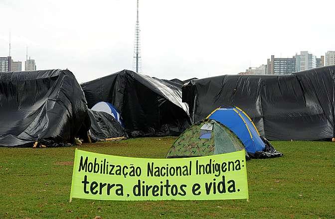Índios acampam na Esplanada como forma de protesto contra ações do Governo