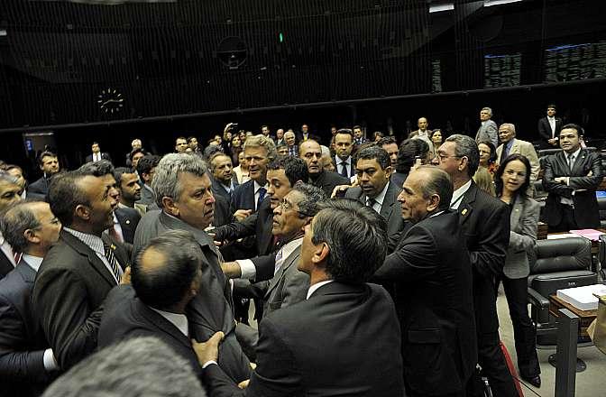 Deputados discutem durante votação da MP 621/13