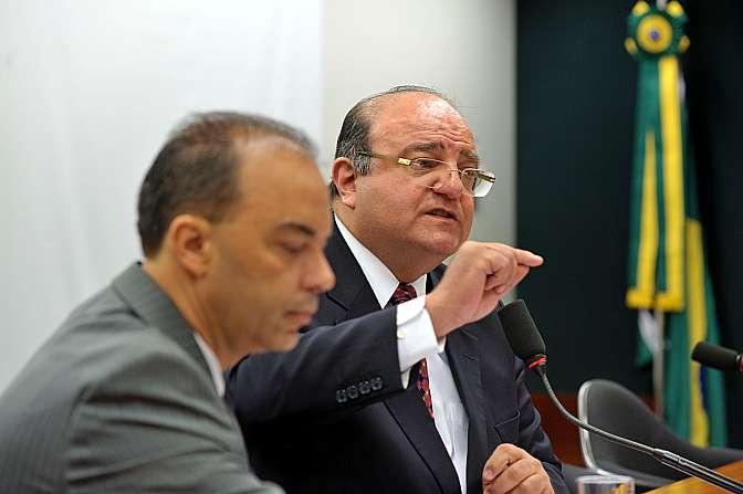 Reunião para deliberação sobre sistema eleitoral e sobre financiamento de campanhas eleitorais. Coordenador do grupo, dep. Cândido Vacarezza (PT-SP)