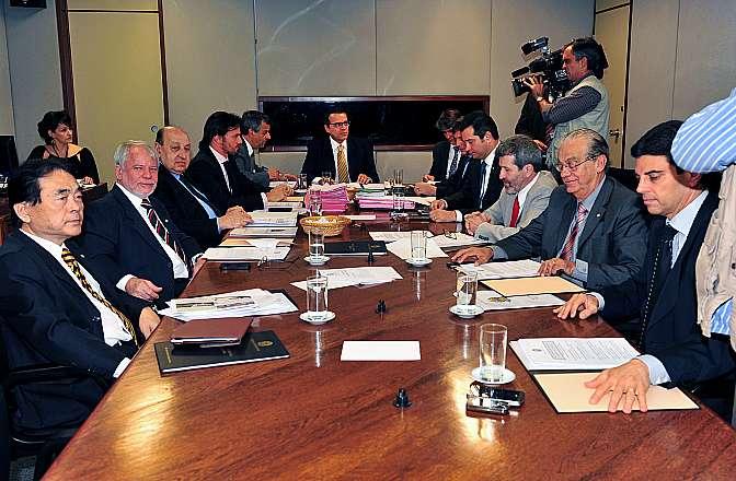 Presidente Henrique Eduardo em reunião com a mesa diretora da Câmara para tratar de assuntos administrativos