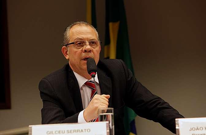Audiência pública das comissões de Desenvolvimento Econômico, Indústria e Comércio (CDEIC) e de Finanças e Tributação (CFT) debate a desoneração da Indústria de Artigos e Equipamentos Médicos, Odontológicos, Hospitalares e de Laboratórios, matéria da PEC 115/2011 do Senado Federal. Diretor da Aliança Brasileira da Indústria Inovadora em Saúde, Gilceu Serrato