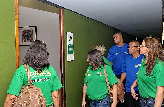 Agentes visitam gabinetes de partidos na tentativa de encontrar apoio para aprovação do projeto de lei que trata do piso salarial nacional para os agentes comunitários de saúde (PL 7495/06, do Senado)
