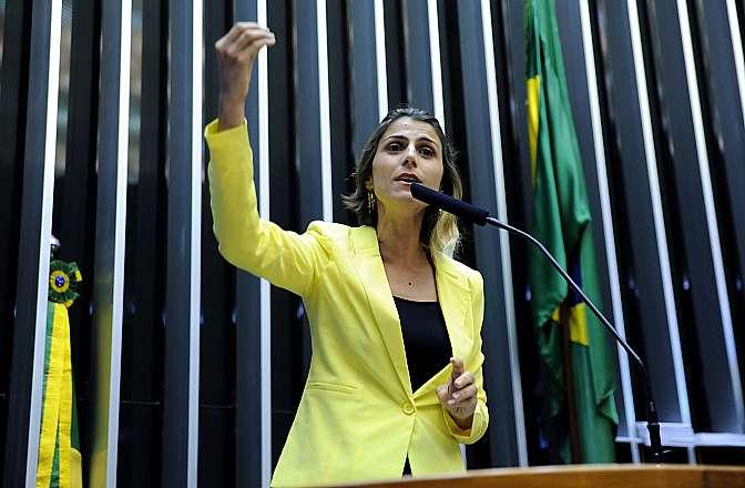 Discussão do projeto da minirreforma eleitoral (PL 6397/13). Dep. Manuela Dávila (PCdoB-RS)