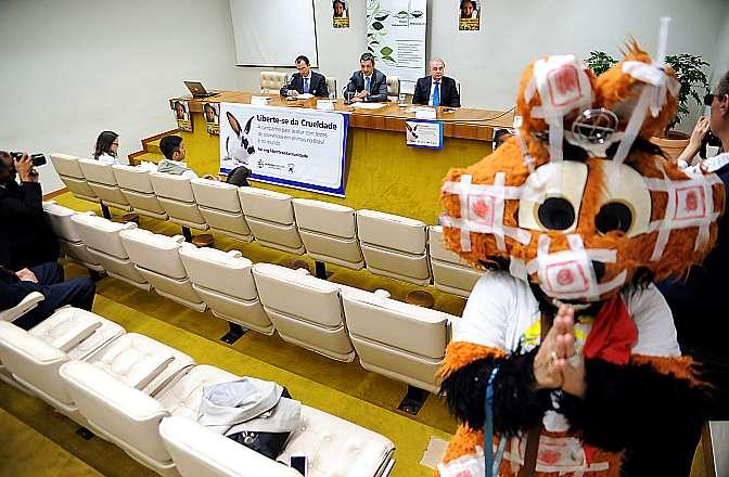 Ato Público Câmara dos Deputados pelo fim da experimentação animal para cosméticos:  LIBERTE-SE DA CRUELDADE!