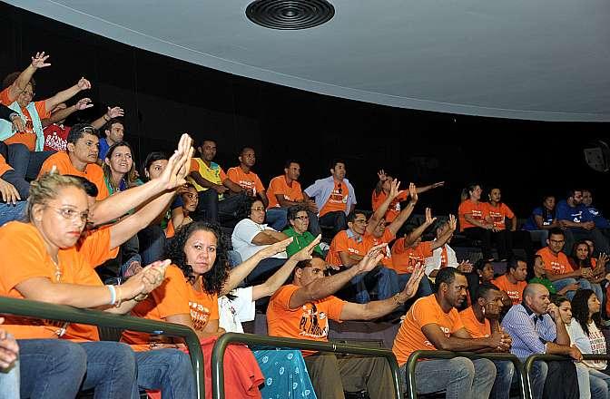 Votação do Projeto de Lei 7495/06, que fixa o piso nacional para os agentes comunitários de saúde de combate a endemias, com jornada de 40 horas semanais