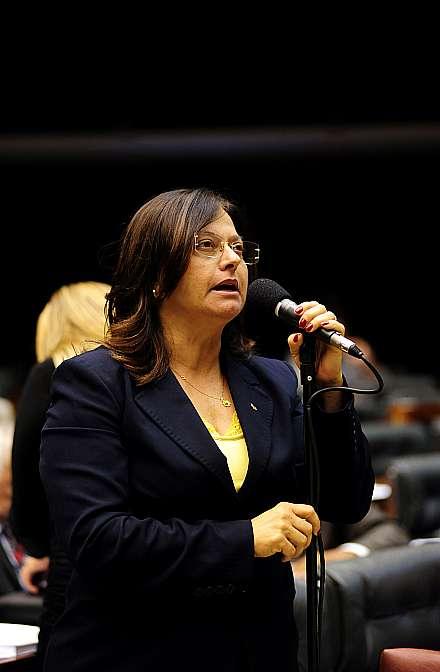 Votação da Proposta de Emenda à Constituição (PEC) 190/07, que estabelece prazo de 360 dias para o Supremo Tribunal Federal (STF) enviar ao Congresso projeto de lei complementar que institua o Estatuto dos Servidores do Judiciário. Dep. Alice Portugal (PCdoB-BA)