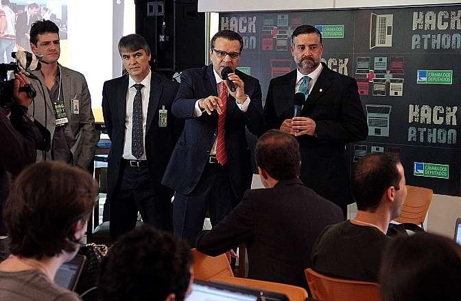 Presidente Henrique Alves (PMDB - RN) conversa com participantes do concurso