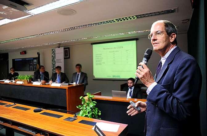 Audiência pública sobre legislação de patentes em Biotecnologia. Secretário de Biodiversidade e Florestas do Ministério do Meio Ambiente, Roberto Brandão Cavalcanti