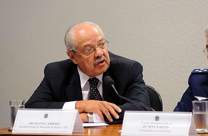 Audiência pública para discutir e buscar soluções para o orçamento das três forças armadas brasileiras, previsto para 2014. Secretário-geral do Ministério da Defesa, Ari Matos Cardoso